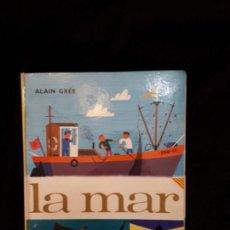 Libros antiguos: LA MAR, ALAIN GRÉE. ED. JUVENTUD. COLECCIÓN PANORAMA. SERIE: EN JORDI I L'ANNA. 1979. Lote 118608891