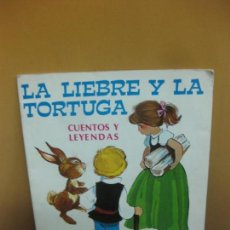 Libros antiguos: LA LIEBRE Y LA TORTUGA. CUENTOS Y LEYENDAS. DIBUJOS DE MARIA PASCUAL. ED. TORAY 1975.. Lote 121867307
