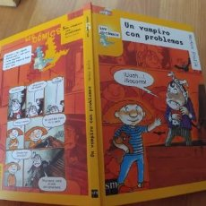 Libros antiguos: UN VAMPIRO CON PROBLEMAS -LOS COMICS TAPA DURA –SM- 20 ABR 2004-NUEVO-31 PAGINAS-RECOGER EN MADRID . Lote 151624454