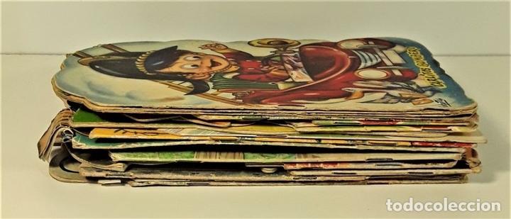 Libros antiguos: CUENTOS TROQUELADOS. LOTE DE 15 EJEMPLARES. VV. AA. VARIAS EDITORIALES. SIGLO XX. - Foto 3 - 166391134