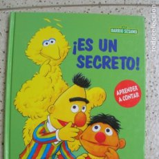 Libros antiguos: LIBRO DEL BARRIO SESAMO ,ES UN SECRETO ILUSTRADO A COLOR VER FOTOS. Lote 167624004