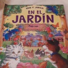 Libros antiguos: EN EL JARDÍN. LIBRO POP-UP. Lote 178759773