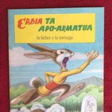 Libros antiguos: ERBIA TA APO-ARMATUA. LA LIEBRE Y LA TORTUGA. 1962. Lote 179162165