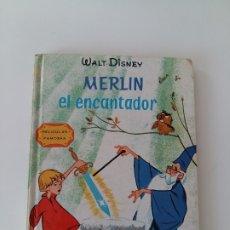 Libros antiguos: MERLIN EL ENCANTADOR. COLECCION PELICULAS FAMOSAS WALT DISNEY.. Lote 179397218