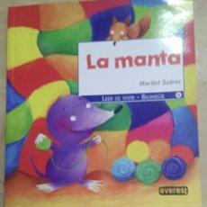 """Libros antiguos: CUENTO """"LA MANTA"""" DE MARIBEL SUÁREZ. UN PRECIOSO CUENTO BILINGÜE. Lote 205730053"""