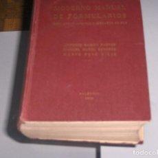 Libros antiguos: MODERNO MANUAL DE FORMULARIOS PARA AYUNTAMIENTOS Y JUZGADOS DE PAZ. 1956. Lote 108369983