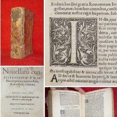 Libros antiguos: AÑO 1542 - POST-INCUNABLE - CONSTITUCIONES DEL EMPERADOR JUSTINIANO - MAS DE 200 LETRAS CAPITULARES. Lote 155376426