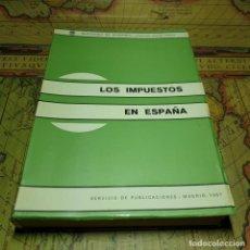 Libros antiguos: LOS IMPUESTOS EN ESPAÑA. MINISTERIO DE HACIENDA 1967. . Lote 157919406