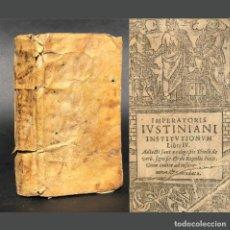 Libros antiguos: 1676 IMPERATORES IUSTINIANI INSTITUTIONUM LIBRI IV - DERECHO CIVIL - ROMANO - PERGAMINO - BARCELONA. Lote 195354156