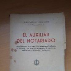 Libros antiguos: EL AUXILIAR DEL NOTARIADO DEL AÑO 1956. DEDICADO POR EL AUTOR. Lote 197855606