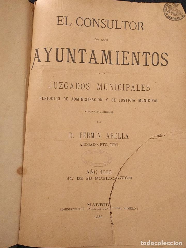 Libros antiguos: El consultor de los ayuntamientos y de los juzgados municipales. Año 34º 1886. Fermín Abella. - Foto 2 - 203296737