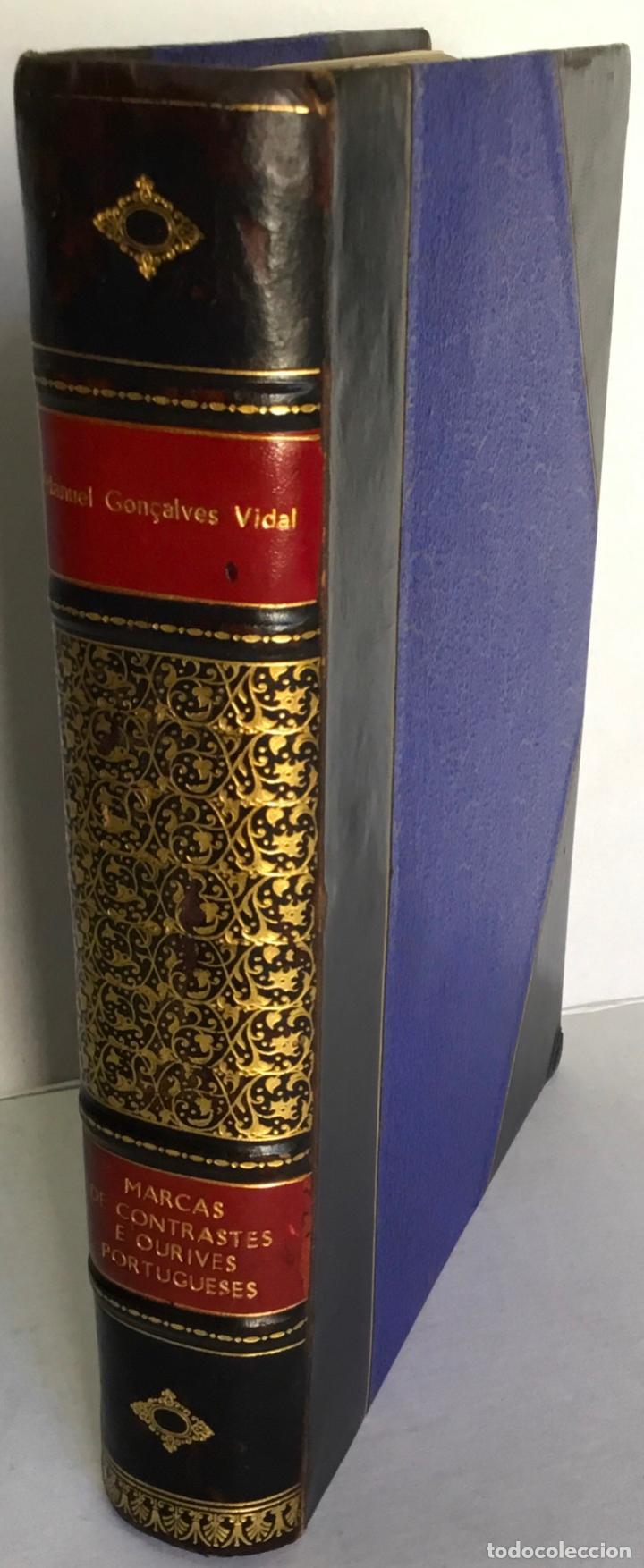 Libros antiguos: MARCAS DE CONTRASTES E OURIVES PORTUGUESES DESDE O SÉCULO XV A 1950. - GONÇALVES VIDAL, Manuel. - Foto 2 - 123196152