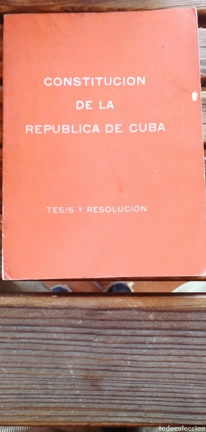 CONSTITUCIÓN DE LA REPÚBLICA DE CUBA. TESIS Y RESOLUCIÓN LA HABANA DEPARTAMENTO DE ORIENTACIÓN REVO (Libros Antiguos, Raros y Curiosos - Ciencias, Manuales y Oficios - Derecho, Economía y Comercio)