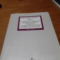 Libros antiguos: PASTOR RIDRUEJO, CURSO DE DERECHO INTERNACIONAL PÚBLICO Y ORGANIZACIONES INTERNACIONALES, TECNOS. Lote 246327860