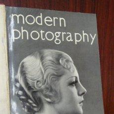 Libros antiguos: MODERN PHOTOGRAPHY. 1933-1934. THE STUDIO PHOTOGRAPHY ANNUAL. ENCUADERNADO.. Lote 32209668