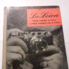 Libros antiguos: LA LEICA CÓMO TRABAJA LA LEICA Y CÓMO TRABAJAR CON LA LEICA. EDICIONES ORTEGA 1948. Lote 85842240