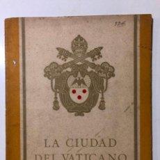 Libros antiguos: LA CIUDAD DEL VATICANO. FERROVIE DELLO STATO. ITALY. 1936. DIREZIONE GENERALE PER IL TURISMO.. Lote 150535598