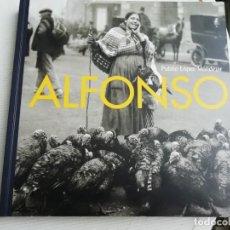 Libros antiguos: ALFONSO CATÁLOGO EXPOSICIÓN FOTOGRAFÍAS. Lote 193571091