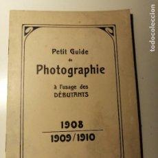 Libros antiguos: GUIDE DE PHOTOGRAPHIE A L'USAGE DES DEBUTANTS.1908. CHAMBRES DÉTECTIVES, PLIANTES ET A PELLICULES. Lote 195019646
