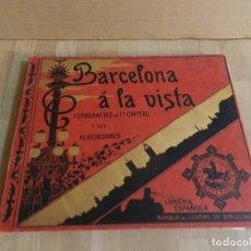 Libros antiguos: BARCELONA Á LA VISTA. ALBUM DE 192 VISTAS.DE LA CAPITAL Y SUS ALREDEDORES. FOTOGRAFÍA ANTIGUA 1900. Lote 227824860