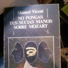 Libros antiguos: NO PONGAS TUS SUCIAS MANOS SOBRE MOZART, MANUEL VICENT, ED. DEBATE.. Lote 144212714