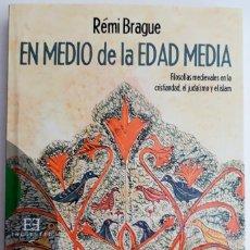 Libros antiguos: EN MEDIO DE LA EDAD MEDIA, RÉMI BRAGUE (EDICIONES ENCUENTRO, 2013). Lote 136649966