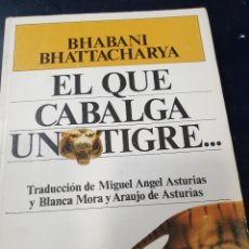 Libros antiguos: EL QUE CABALGA UN TIGRE BHABANI BHATTACHARYA. Lote 262547360