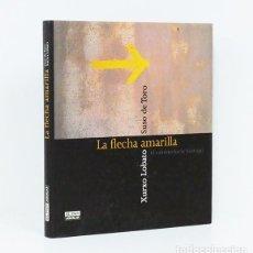 Libros antiguos: SUSO DE TORO.– LA FLECHA AMARILLA. EL CAMINO HACIA SANTIAGO. FOTOGRAFÍAS EN COLOR DE XURXO LOBATO. Lote 254930350