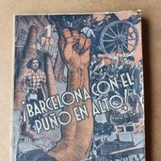 Libros antiguos: BARCELONA CON EL PUÑO EN ALTO ESTAMPAS DE LA REVOLUCIÓN ANARQUISMO 1936. Lote 213970393