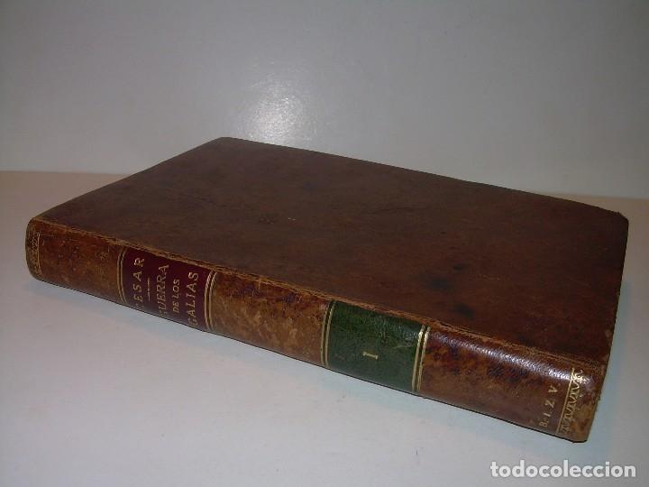 Libros antiguos: CESAR... GUERRA DE LAS GALIAS...AÑO 1941..CON PLANO DESPLEGABLE...LIBRO TAPAS DE PIEL. - Foto 2 - 116707391