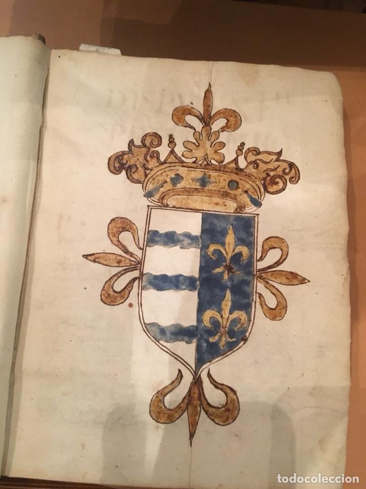 Libros antiguos: LIBRO DE PERGAMINO MANUSCRITO CON DOS ESCUDOS HERÁLDICOS PINTADOS , OBRA DE ARISTÓTELES DE LOGIA - Foto 2 - 129971236