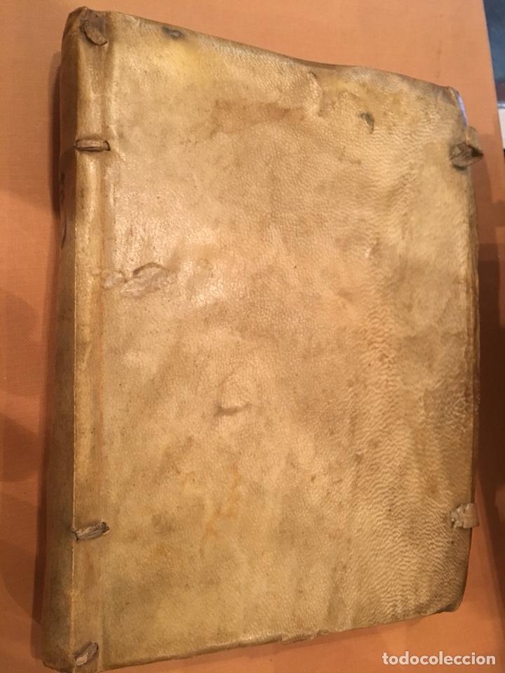 Libros antiguos: LIBRO DE PERGAMINO MANUSCRITO CON DOS ESCUDOS HERÁLDICOS PINTADOS , OBRA DE ARISTÓTELES DE LOGIA - Foto 12 - 129971236