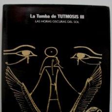 Libros antiguos: LA TUMBA DE TUTMOSIS III. LAS HORAS OSCURAS DEL SOL. Lote 155933094