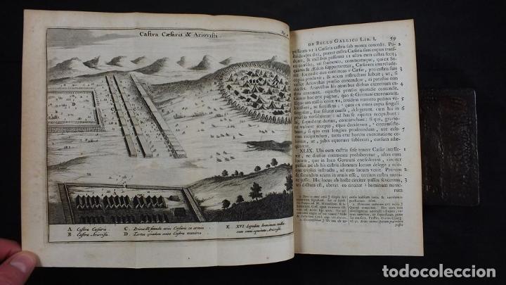 Libros antiguos: C. Julii Cæsaris quæ extant omnia.., 1713. Julio César. Frontispicio, grabados y mapas - Foto 9 - 201839792