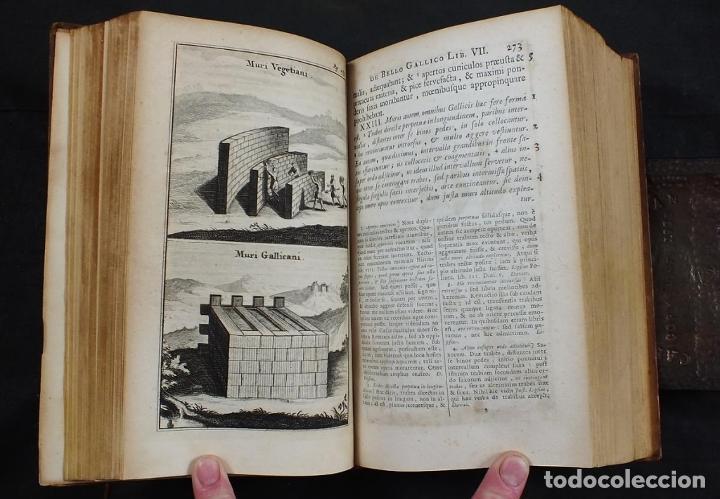 Libros antiguos: C. Julii Cæsaris quæ extant omnia.., 1713. Julio César. Frontispicio, grabados y mapas - Foto 13 - 201839792