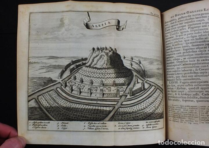 Libros antiguos: C. Julii Cæsaris quæ extant omnia.., 1713. Julio César. Frontispicio, grabados y mapas - Foto 14 - 201839792