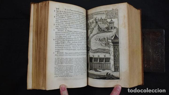 Libros antiguos: C. Julii Cæsaris quæ extant omnia.., 1713. Julio César. Frontispicio, grabados y mapas - Foto 15 - 201839792