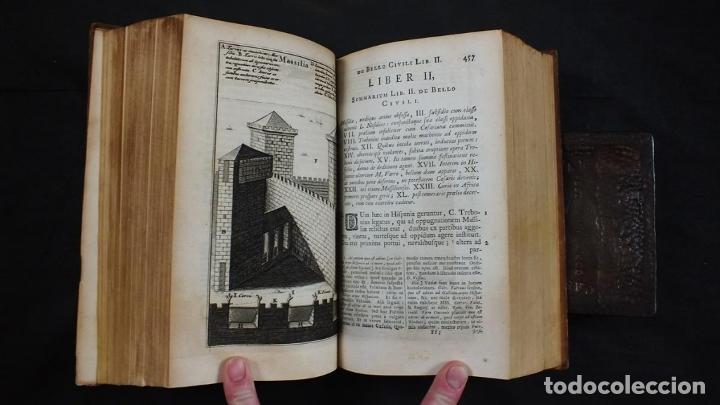 Libros antiguos: C. Julii Cæsaris quæ extant omnia.., 1713. Julio César. Frontispicio, grabados y mapas - Foto 16 - 201839792