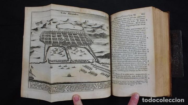 Libros antiguos: C. Julii Cæsaris quæ extant omnia.., 1713. Julio César. Frontispicio, grabados y mapas - Foto 17 - 201839792