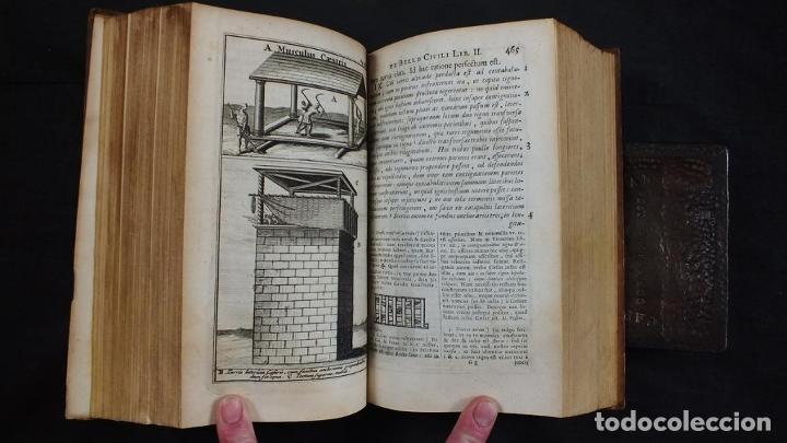 Libros antiguos: C. Julii Cæsaris quæ extant omnia.., 1713. Julio César. Frontispicio, grabados y mapas - Foto 21 - 201839792