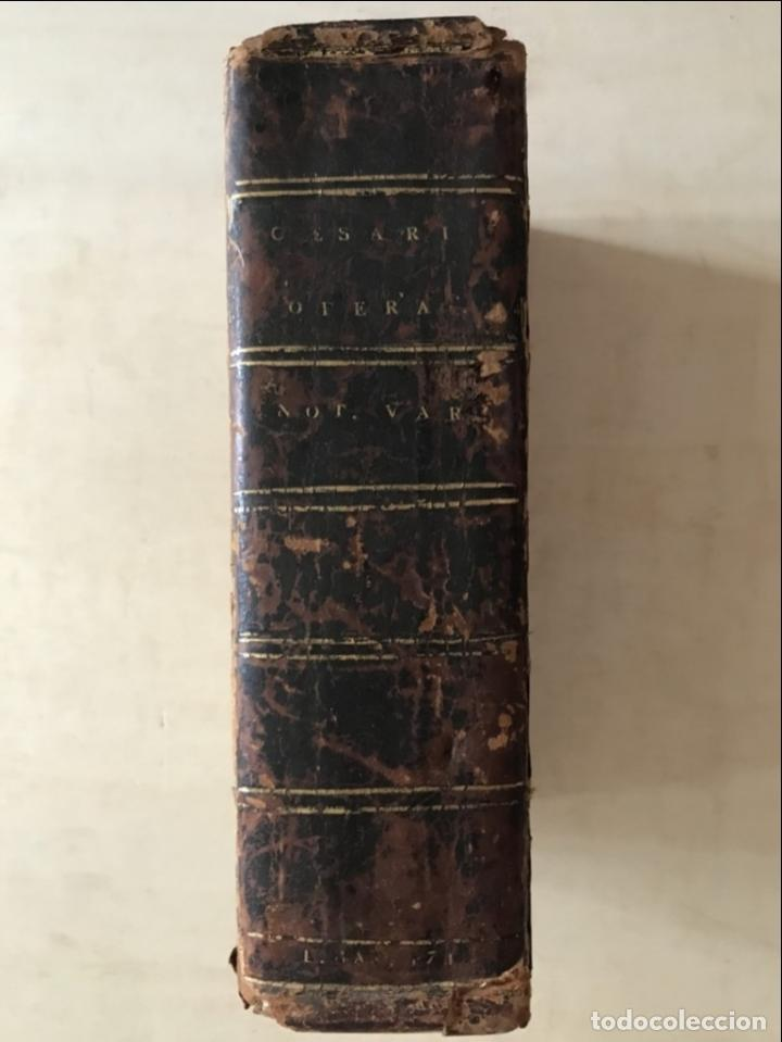 Libros antiguos: C. Julii Cæsaris quæ extant omnia.., 1713. Julio César. Frontispicio, grabados y mapas - Foto 26 - 201839792