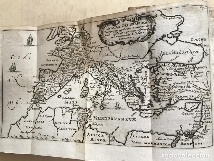 Libros antiguos: C. Julii Cæsaris quæ extant omnia.., 1713. Julio César. Frontispicio, grabados y mapas - Foto 31 - 201839792