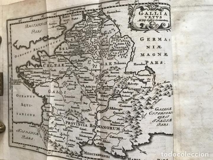 Libros antiguos: C. Julii Cæsaris quæ extant omnia.., 1713. Julio César. Frontispicio, grabados y mapas - Foto 33 - 201839792