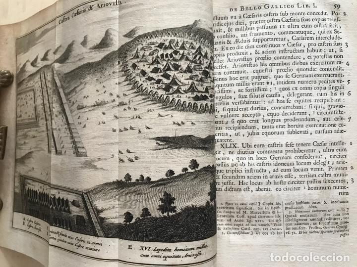 Libros antiguos: C. Julii Cæsaris quæ extant omnia.., 1713. Julio César. Frontispicio, grabados y mapas - Foto 35 - 201839792