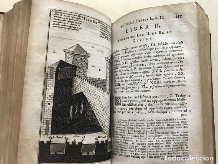 Libros antiguos: C. Julii Cæsaris quæ extant omnia.., 1713. Julio César. Frontispicio, grabados y mapas - Foto 41 - 201839792