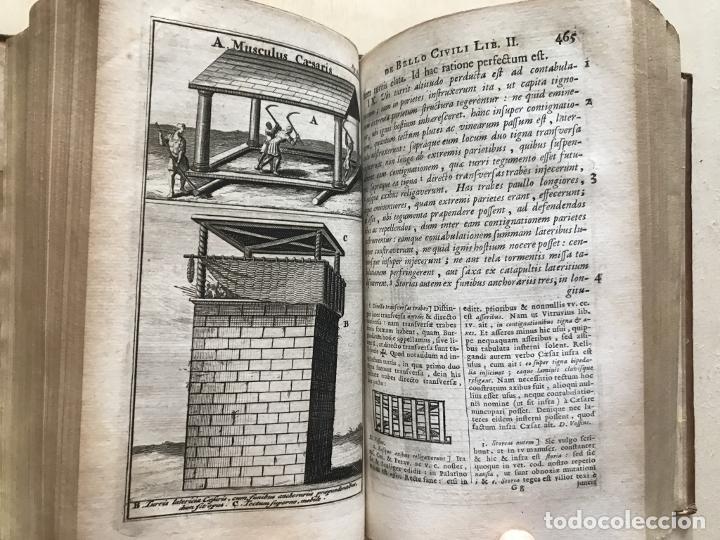 Libros antiguos: C. Julii Cæsaris quæ extant omnia.., 1713. Julio César. Frontispicio, grabados y mapas - Foto 42 - 201839792