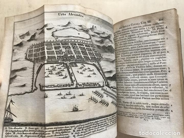 Libros antiguos: C. Julii Cæsaris quæ extant omnia.., 1713. Julio César. Frontispicio, grabados y mapas - Foto 44 - 201839792