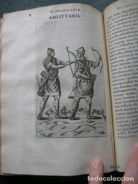 Libros antiguos: VETERUM ROMANORUM RELIGIÓN CASTRAMETATIO...., 1685. Guilielmo du Choul. Grabados - Foto 14 - 230415295