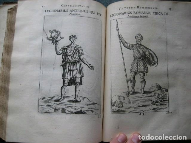 Libros antiguos: VETERUM ROMANORUM RELIGIÓN CASTRAMETATIO...., 1685. Guilielmo du Choul. Grabados - Foto 16 - 230415295