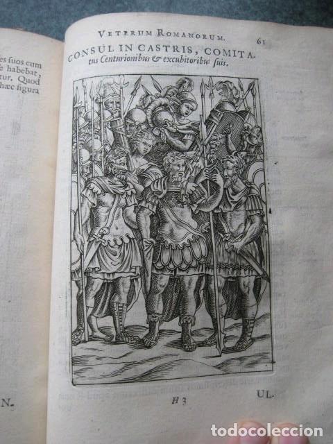 Libros antiguos: VETERUM ROMANORUM RELIGIÓN CASTRAMETATIO...., 1685. Guilielmo du Choul. Grabados - Foto 19 - 230415295